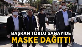 Başkan Toklu sanayide maske dağıttı