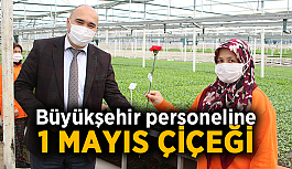 Büyükşehir personeline 1 Mayıs çiçeği