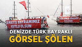 Denizde Türk bayraklı görsel şölen