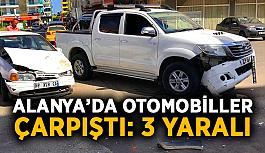 Alanya'da otomobiller çarpıştı: 3 yaralı