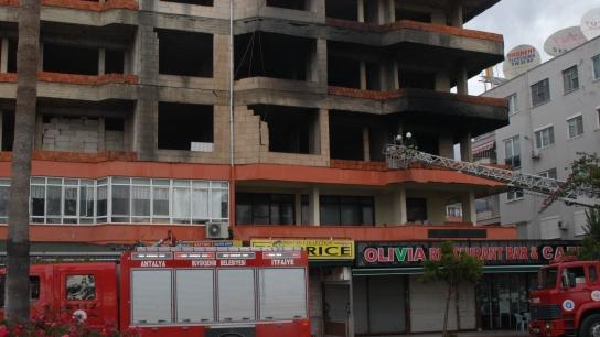 Alanya'da apartmanda korkutan yangın