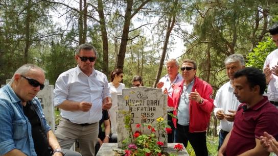 CHP'lilerden 'Devrim Şehidi' Darı'ya ziyaret