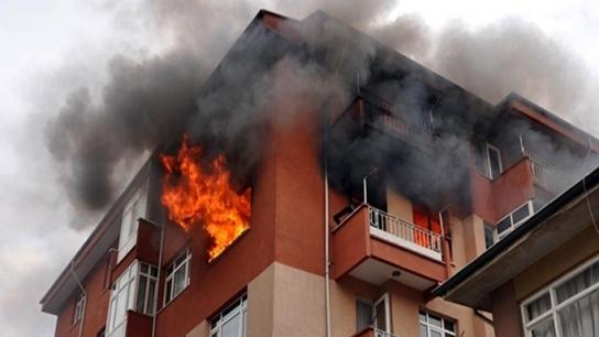 Alanya'da ev yangını: 2 kişi son anda kurtarıldı