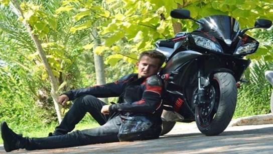Motosikletle 299 km hızla ölüme uçtu