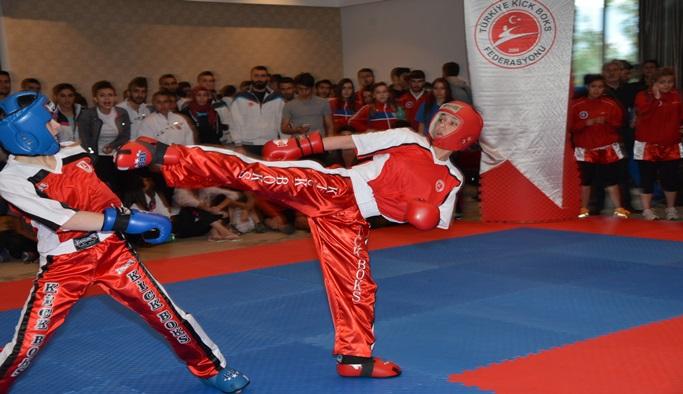 Kick boks turnuvasından madalya geldi