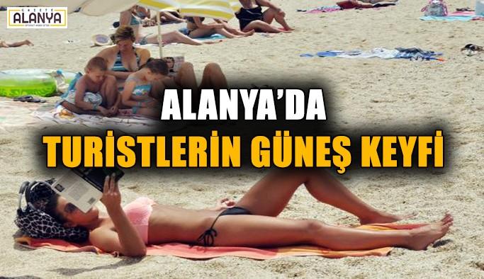 Alanya'da turistlerin güneş keyfi