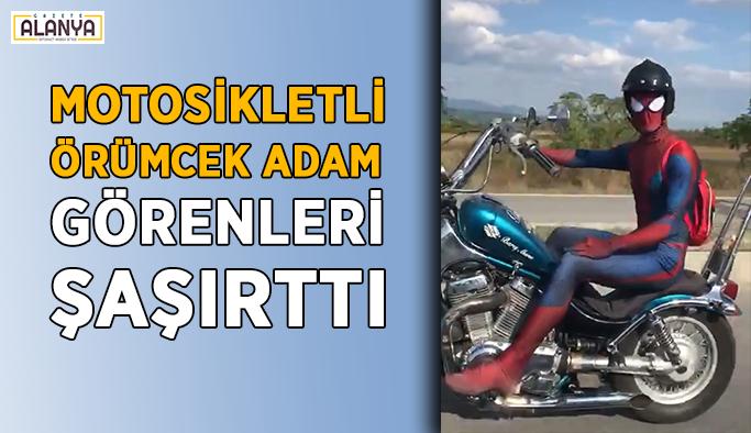 """Motosikletli """"örümcek adam"""" görenleri şaşırttı"""