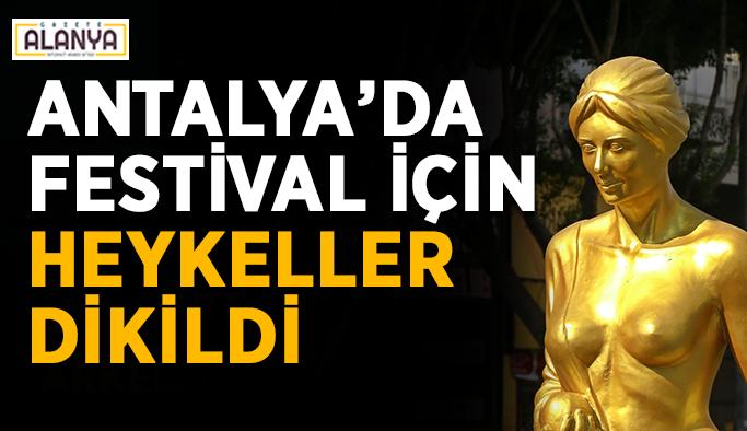 Antalya'da festivale özel heykeller dikildi