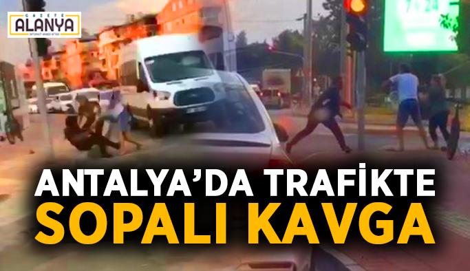 Antalya'da trafikte sopalı kavga