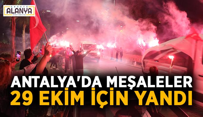 Antalya'da meşaleler 29 Ekim için yandı