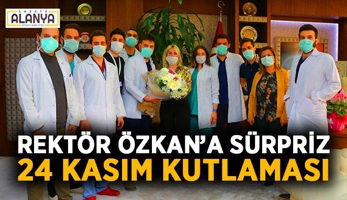 Rektör Özkan'a sürpriz 24 Kasım kutlaması