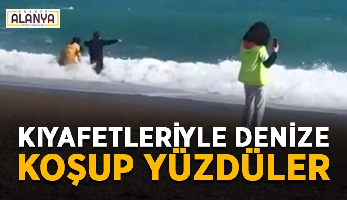 Vatandaşlar kıyafetleri ile denize koştu