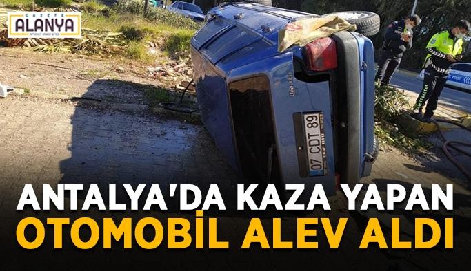 Antalya'da kaza yapan otomobil alev aldı