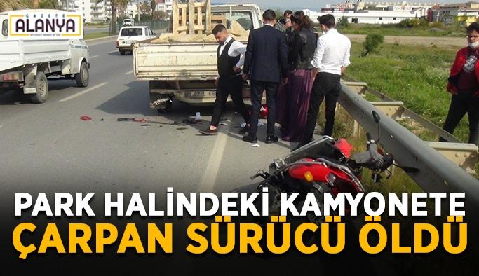Park halindeki kamyonete çarpan sürücü öldü