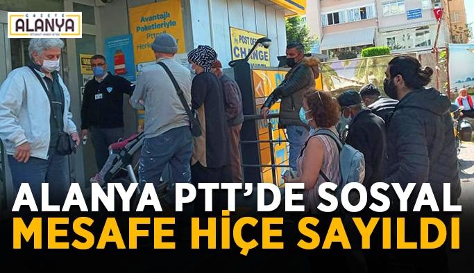 Alanya PTT'de sosyal mesafe hiçe sayıldı