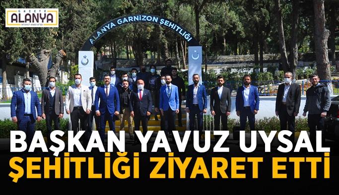 Başkan Yavuz Uysal şehitliği ziyaret etti