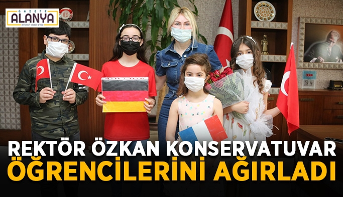 Rektör Özkan konservatuvar öğrencilerini ağırladı