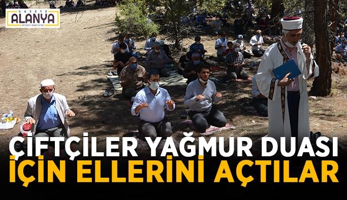 Antalyalı çiftçiler yağmur duası için ellerini açtılar