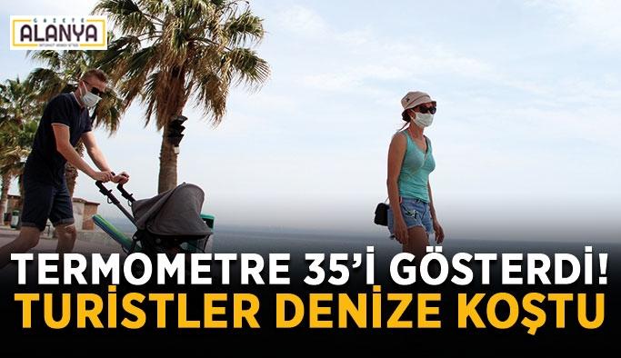 Termometre 35'i gösterdi! Turistler denize koştu