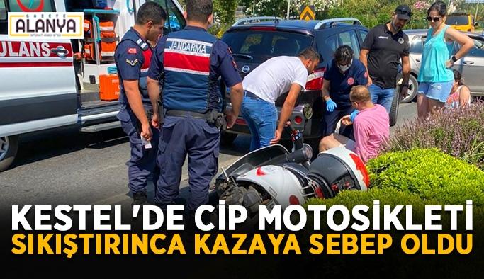 Kestel'de cip motosikleti sıkıştırdı: 2 yaralı
