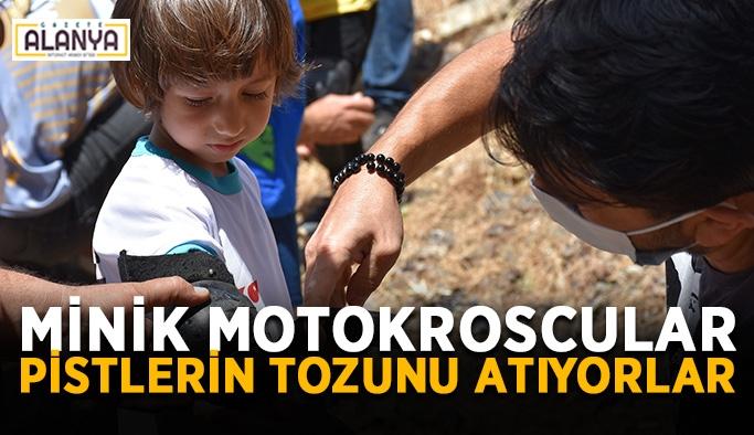 Minik motokroscular pistlerin tozunu atıyorlar