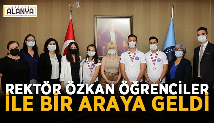 Rektör Özkan öğrenciler ile bir araya geldi