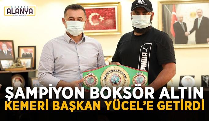 Şampiyon boksör altın kemeri Başkan Yücel'e getirdi