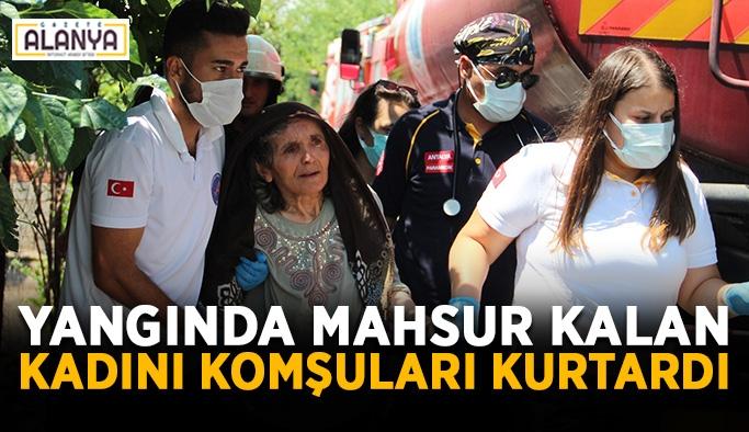 Yangında mahsur kalan kadını komşuları kurtardı