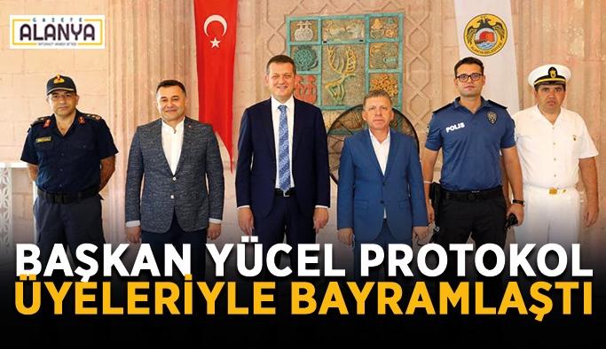 Başkan Yücel protokol üyeleriyle bayramlaştı