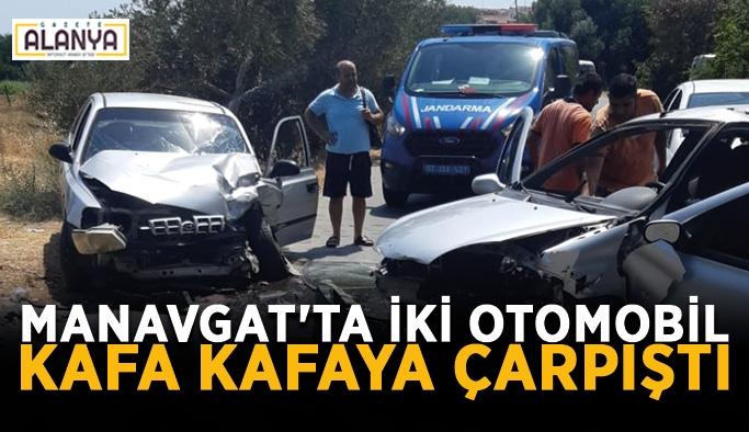 Manavgat'ta iki otomobil kafa kafaya çarpıştı