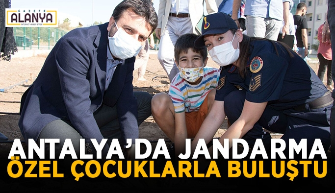 Antalya'da jandarma özel çocuklarla buluştu