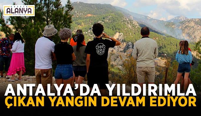 Antalya'da yıldırımla çıkan yangın devam ediyor