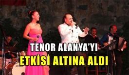 Hakan Aysev Alanya'da konser verdi
