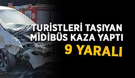 Turistleri taşıyan midibüs kaza yaptı: 9 yaralı