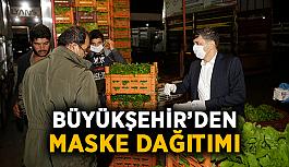 Büyükşehir'den maske dağıtımı