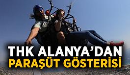 THK Alanya'dan paraşüt gösterisi