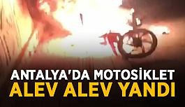 Antalya'da motosiklet alev alev yandı