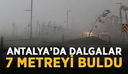 Antalya'da dalgalar 7 metreyi buldu