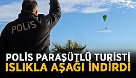 Polis paraşütlü turisti ıslıkla aşağı indirdi
