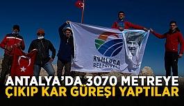 Antalya'da 3070 metreye çıkıp kar güreşi yaptılar