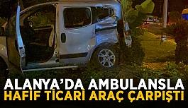 Alanya'da ambulansla hafif ticari araç çarpıştı