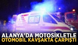 Alanya'da motosikletle otomobil kavşakta çarpıştı