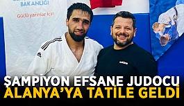Şampiyon efsane judocu Alanya'ya tatile geldi