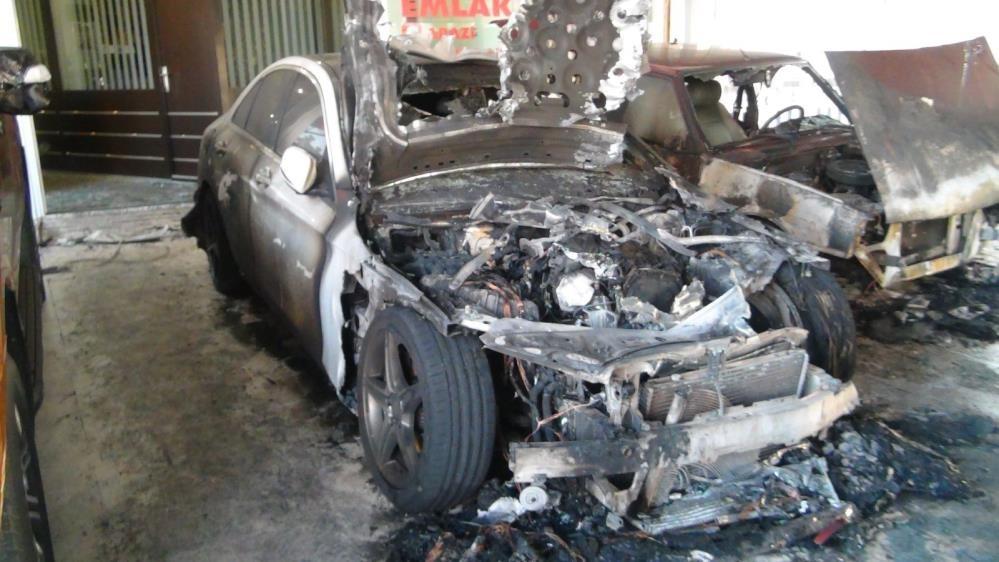 Kasklı kundakçılar araçları böyle yaktı